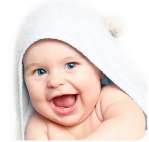 pourquoi bebe sourit quand il dort